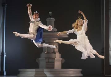 Manželia spolu - Artemij ako princ a Maria ako Zlatovláska v detskom balete Oskara Nedbala Z rozprávky do rozprávky. Autor: Peter Brenkus