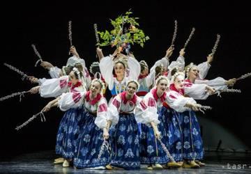 Na snímke záber z choreografie Vitaj jar v rámci slávnostného galaprogramu Lúčnice k životnému jubileu profesora Štefana Nosáľa.
