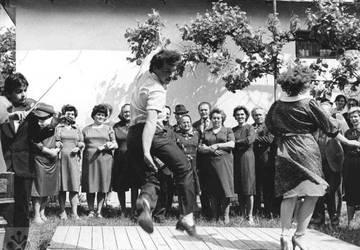 Tanečný dom, folklór, ľudový tanec